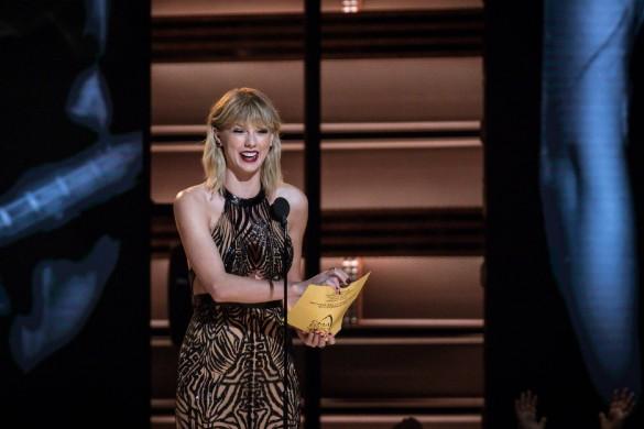 TPMP accusé d'homophobie, le nouvel amour de Christophe Lambert, John Mayer se venge de Taylor Swift