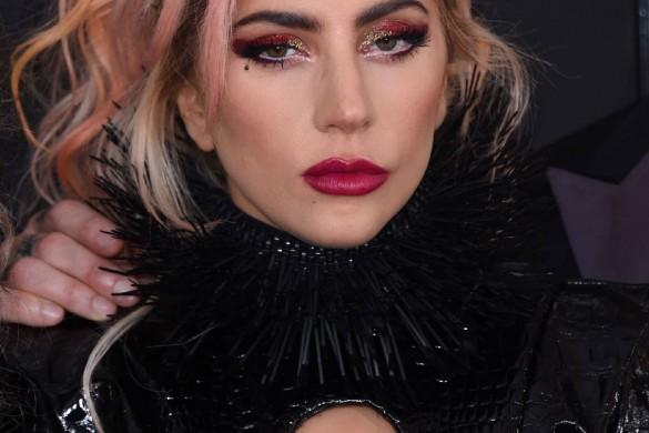 C'est quoi ce look ? Lady Gaga presque nue aux Grammy Awards ! (photos)
