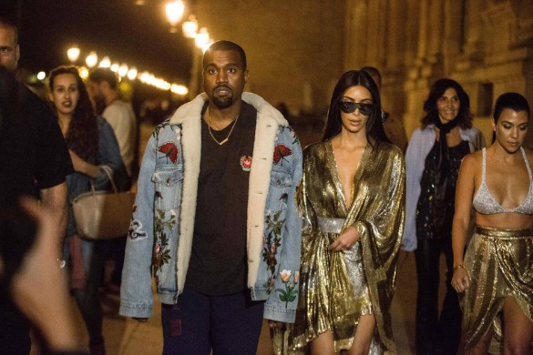 Kim Kardashian supplie Kanye West de l'accompagner pour son premier séjour à l'étranger depuis son braquage