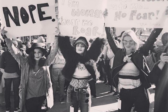 Les femmes marchent contre Trump dans le monde entier, le discours de Madonna dérange et un bébé pour Geri Halliwell
