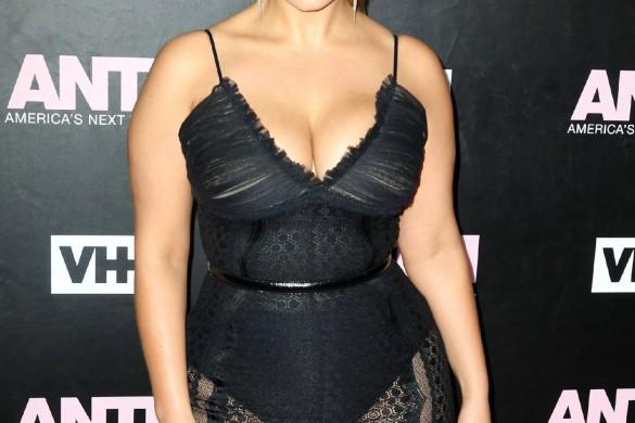 Le top Ashley Graham affiche fièrement sa cellulite (photo)