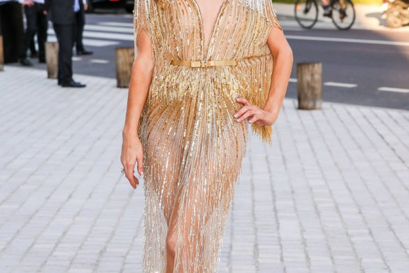 Oups ! Paris Hilton nous montre ses fesses