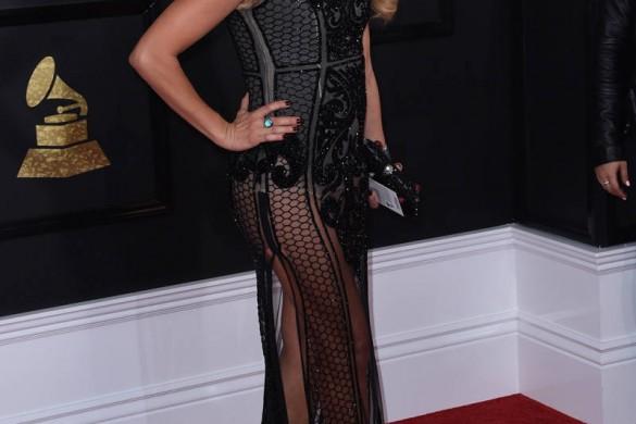Rihanna, Jennifer Lopez, Adele… Découvrez les plus beaux looks des Grammy Awards 2017 (photos)