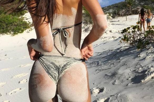 Emily Ratajkowski : ses fesses font le tour du web !