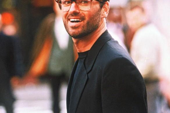 Mort de George Michael : (re)découvrez ses 10 looks les plus dingues (photos)