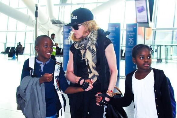 Madonna devrait adopter prochainement deux jumelles